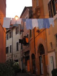 Pyykkejä kuivumassa Trasteveren kujilla