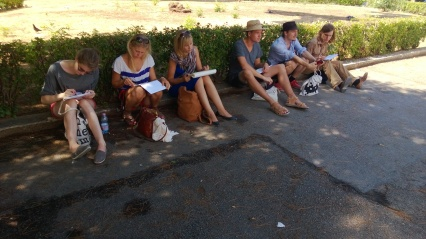 Grand tour 2013: Arkkitehtiopiskelijat piirtävät Palermossa.