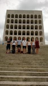 Arkkitehtikurssin ryhmäkuva EURissa.