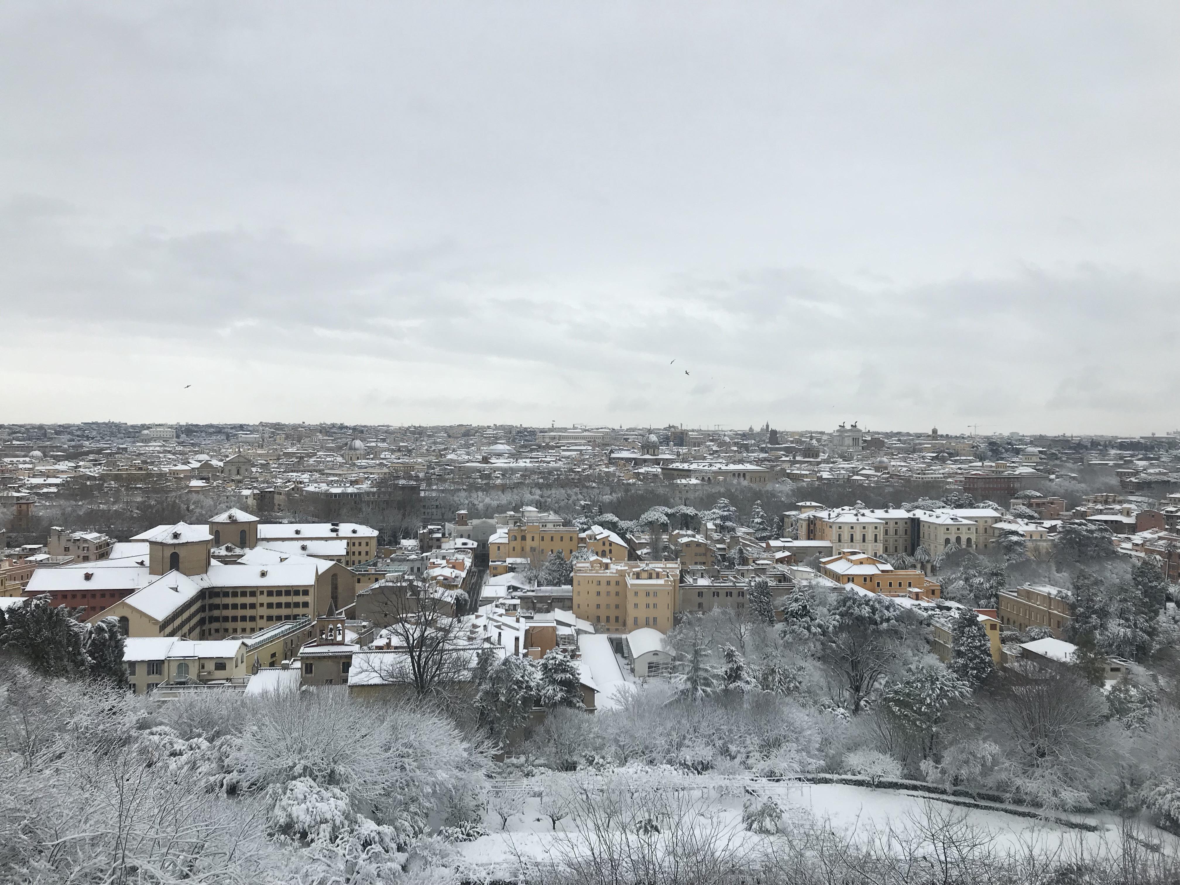 Näkymä lumiseen Roomaan