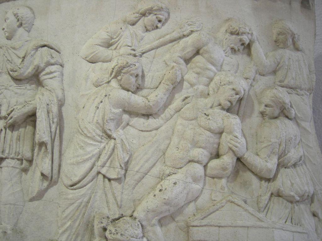 Kipsikopio Trajanuksen pylvään reliefistä