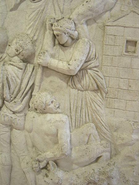 Kipsikopio Trajanuksen pylvään reliefistä.