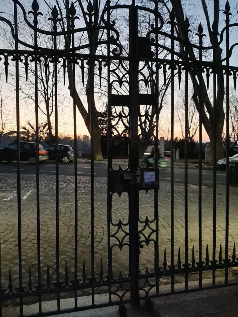 Kuvassa Villa Lanten portti